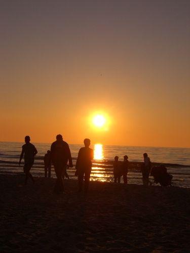 romantische Wanderung am Ostseestrand